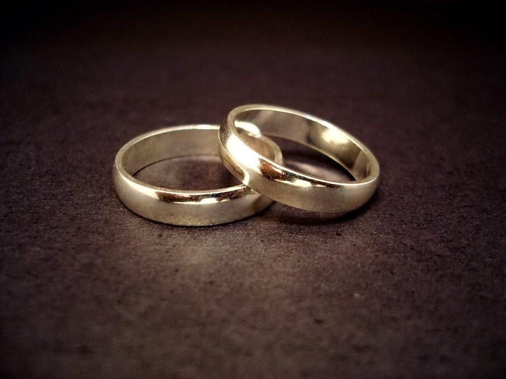 Top Son alliance de mariage : dans quel métal la choisir? Causons Mariage VO24